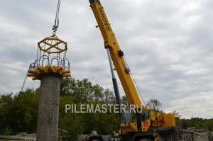 Насадка Pilemaster срубает БНС сваю . Установлена на базе крана.