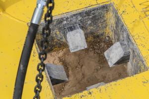 """Зубья на """"Гидрозубе"""" запрессованы бетоном."""